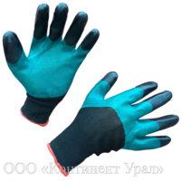 Перчатки нейлоновые с зеленым обливом и черными пальцами